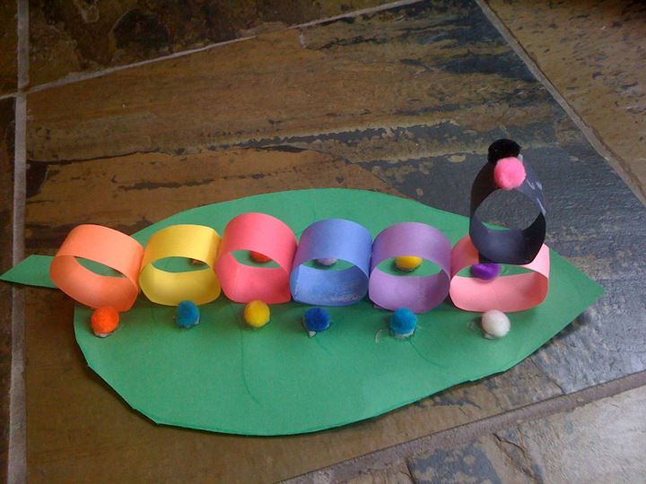 Construction paper craft caterpillar for Easy crafts for kids with construction paper